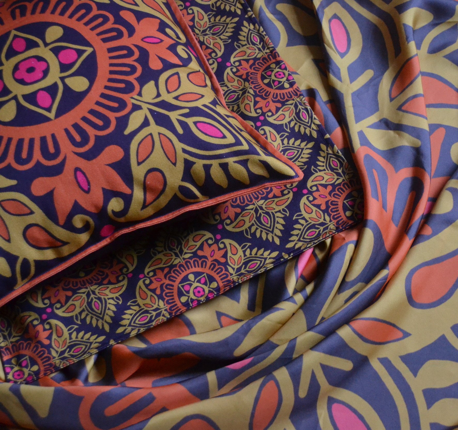 1. Parvati Cushions and Scarf