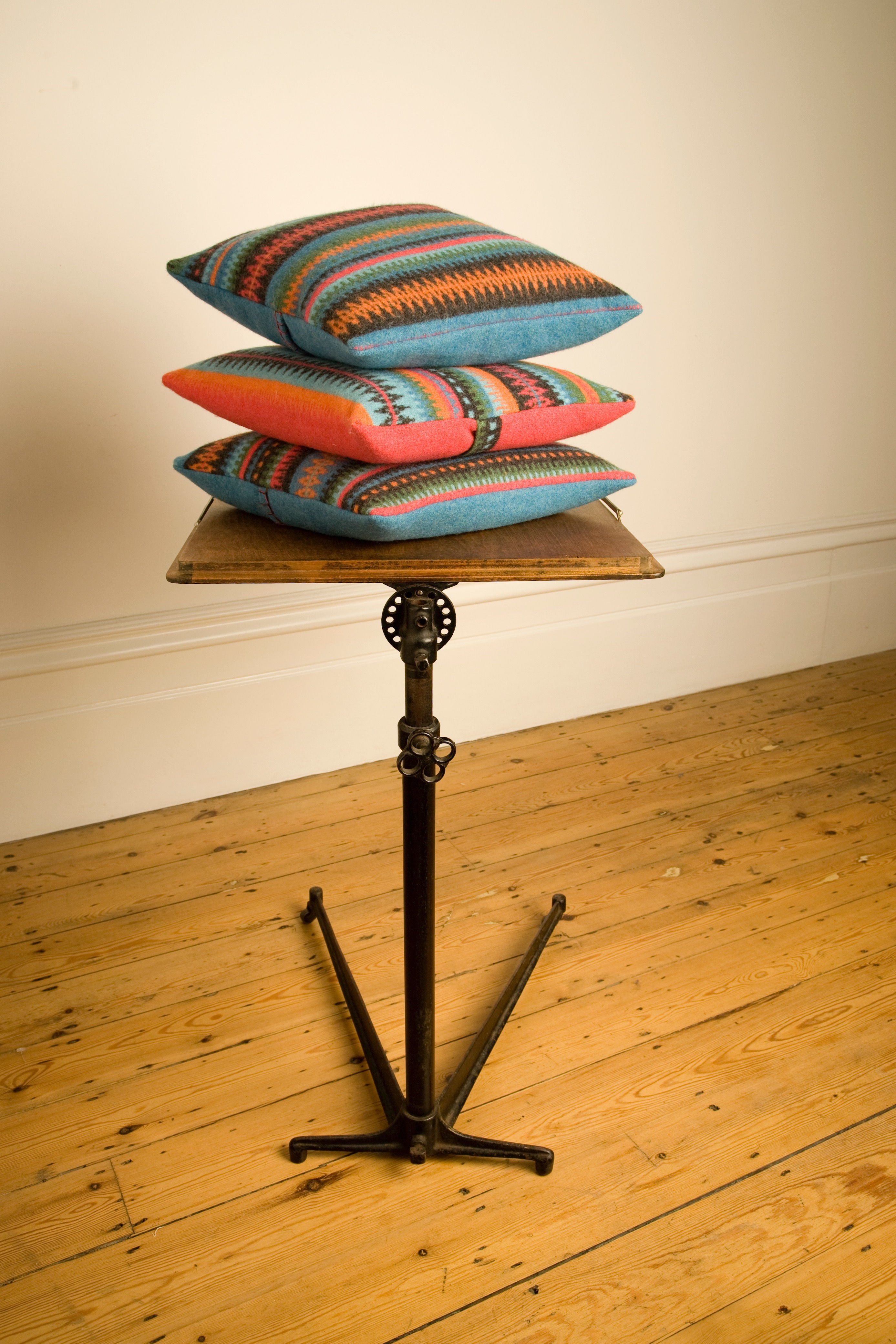 Bohus 'bright' cushions